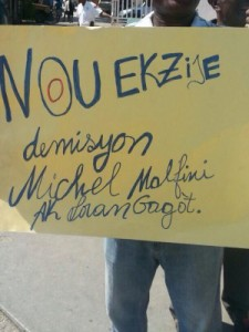 Yon foul moun t'ap manifeste pou  libersyon prizonye politik yo (foto)