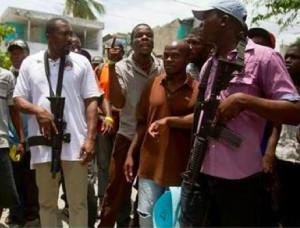Haiti: Le port d'armes d'assaut lors des manifestations par des élus préoccupe