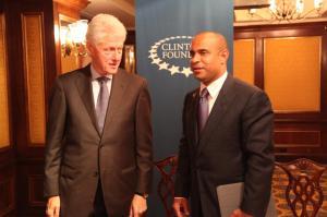 Haiti: La démission du Premier ministre serait un désastre selon Clinton