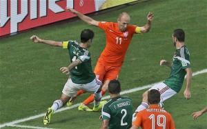 Arjen Robben atakan ekip Hollandais an fè eskiz pou plonje li te plonje an