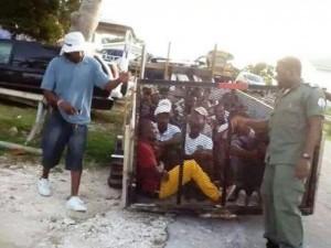 Bahamas: Des migrants haitiens sont détenus dans des conditions horribles