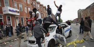 Monde: Émeutes à Baltimore après les funérailles du jeune noir tué par la police