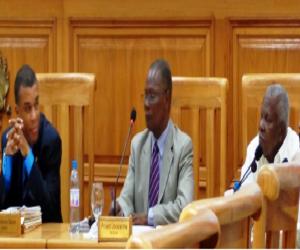 Haiti: Les dossiers de décharge aux anciens ministres divisent les Sénateurs