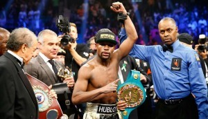 """Monde: Floyd Mayweather remporte le """"combat du siècle"""" face à Manny Pacquiao"""