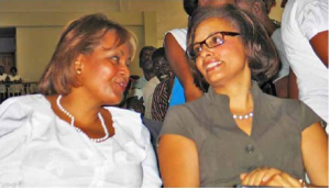 Haiti: Mme Maryse Narcisse accompagnée de Mme Mildred Aristide pour son inscription