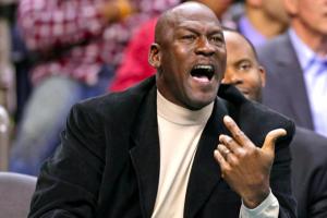 Monde: Michael Jordan empêche un duel après le combat de Mayweather-Pacquiao (video)