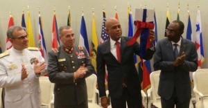 Haiti: Le président Michel Martelly  reçoit le « Livre blanc » sur la Sécurité et la Défense nationale