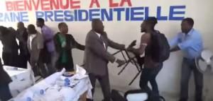 HAITI: Sauveur Pierre Etienne a été agressé par des étudiants ( VIDEO )