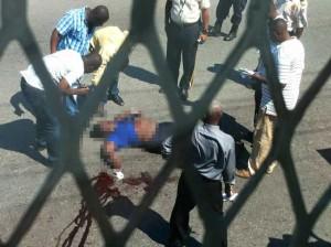 Haiti: Une jeune dame vient d'etre assassinée par des bandits à moto. ( IMAGES CHOQUANTES )