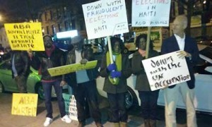 Monde: Manifestation devant Manor Palace à New-York contre le candidat Jovenel Moise
