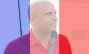 L'ex-Premier ministre Laurent Lamothe porte le drapeau français en support aux victimes